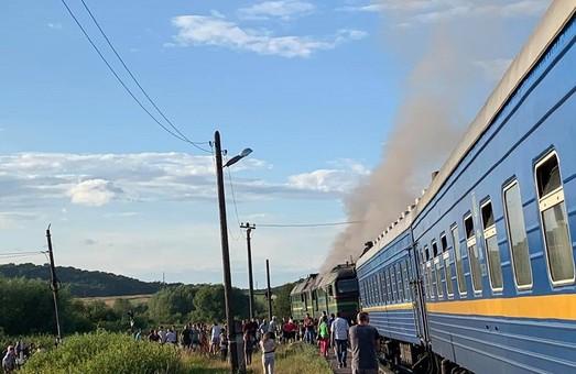 На Львовщине вчера вечером загорелся тепловоз, который вел пассажирский поезд