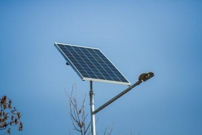 На автодорогах Украины появится автономное освещение от солнечных батарей