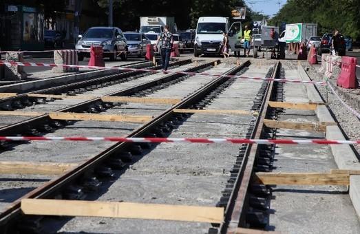 В Одессе обещают внедрять новые технологии укладки трамвайных путей