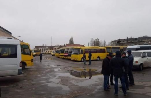 """Коммунальный автопарк Херсона пополняют старыми автобусами """"Богдан"""""""