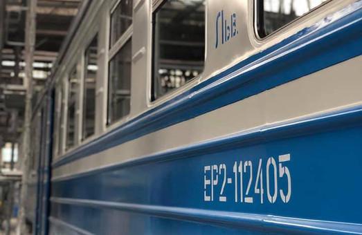 В Киеве ремонтируют электричку для Львовской железной дороги