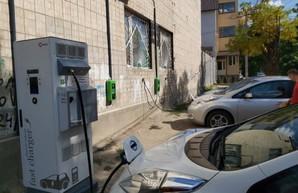 В Одессе появились три станции для зарядки электромобилей