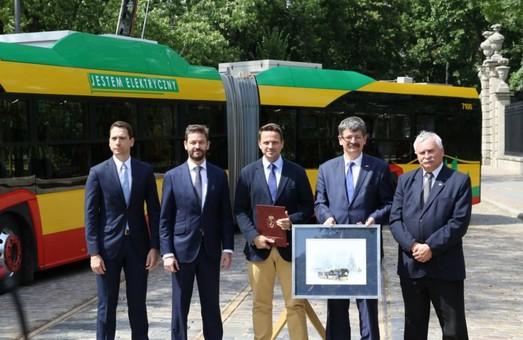 Варшава покупает 130 сочлененных электробусов «Solaris Urbino 18»