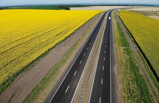 В «Укравтодоре» рапортуют: уже отремонтировали половину запланированных на этого год дорог государственного значения