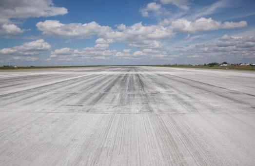 В начале осени взлетно-посадочные полосу в аэропорту Запорожья будут ремонтировать