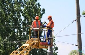 На Новом мосту в Днепре уже монтируют контактную сеть для троллейбусов