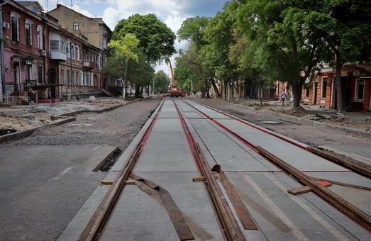 В Одессе на Софиевской уже начали укладывать новые трамвайные пути (ФОТО)