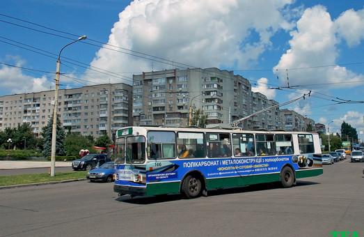 С сегодняшнего дня в Луцке подорожал проезд в троллейбусах