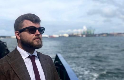 Глава «Укрзализныци» за год заработал почти 7 миллионов гривен