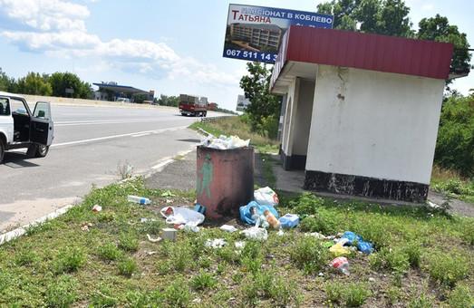 Вокруг трассы М-05 Киев – Одесса валяются кучи мусора