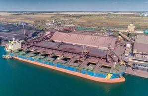 В порту Пивденный под Одессой одновременно загрузили три крупных судна