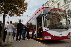 В Ивано-Франковске на площади возле ратуши презентовали новый троллейбус БКМ 321