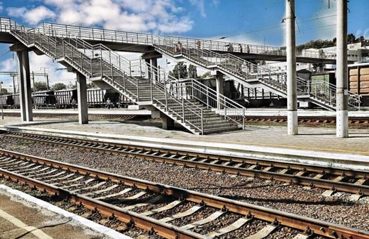 На станции Киев-Демеевский «Укрзализныця» скоро введет в эксплуатацию новый пешеходный мост