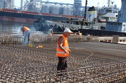В Одесском порту проводят реконструкцию причала № 7 (ФОТО)