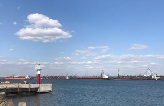 В порту Пивденный под Одессой обрабатывали одновременно четыре крупных судна в один день