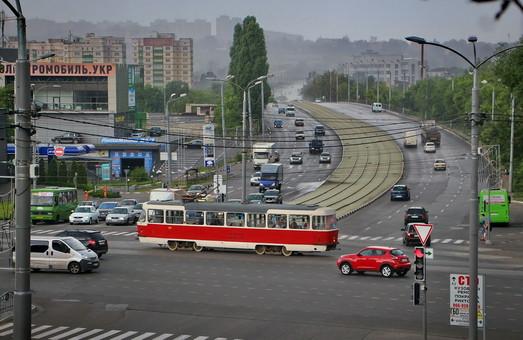 Общественный транспорт Харькова должны очистить от бумажной рекламы