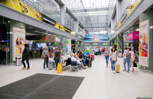 Киевский аэропорт имени Сикорского закрылся на ремонт взлетно-посадочной полосы
