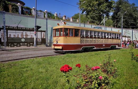 Вчера по Одессе снова ездил ретро-трамвай