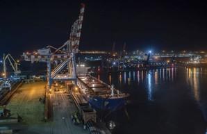 В порт Пивденный под Одессой пришло судно с углем из Колумбии