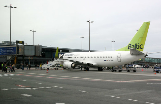 Авиакомпания «airBaltic» приостанавливает авиарейсы из Одессы в Ригу с 26 октября
