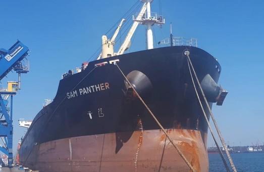 В порту Пивденный возобновили перегрузку минерального удобрения карбамида