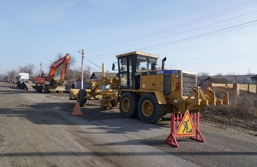 Начало ремонта двух участков автотрассы Р-33 в Одесской области затягивается