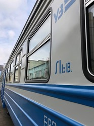 Отремонтированный электропоезд Львовской железной дороги «застрял» на заводе в Киеве
