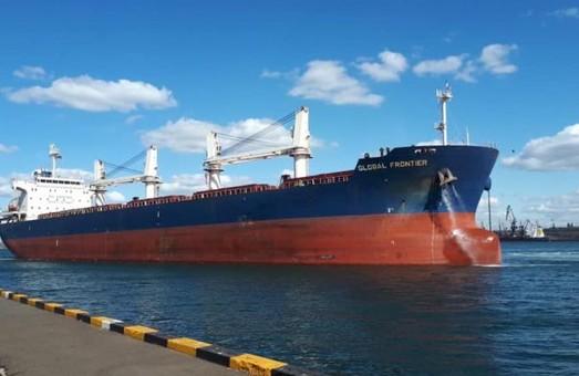 В порту Пивденный уже второе судно загружают карбамидом, выпущенным Одесским припортовым заводом