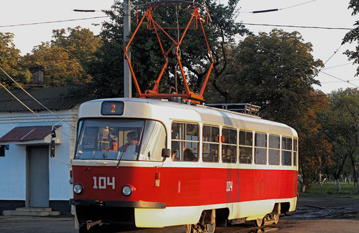 В трамваях Конотопа бесплатно катали пассажиров в вышиванках