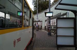 В Одессе начали работать новые электронные табло на конечных остановках трамваев и троллейбусов