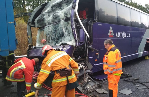 Вчера пассажирский автобус, который ехал в Одессу, попал в аварию на трассе М-05 Киев – Одесса