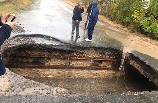 На Юге Одесской области произошел обвал дороги между Болградом и Кубеем