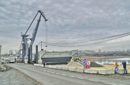 Мэрия Черноморска под Одессой готова передать в госсобственность недостроенный мост через Сухой лиман