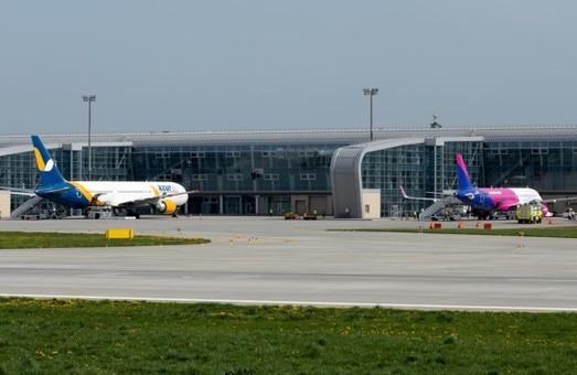 Кабмин хочет, чтоб почти две трети авиарейсов в Украине выполняли лоукостеры