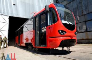 """Успех: трамвай """"Я – донецкий!"""", собранный в занятом террористами Донецке, больше года простаивает в депо"""
