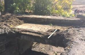 Работы по восстановлению моста на дороге между Болградом и Кубеем на юге Одесской области продолжаются