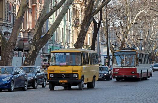 Одесские полицейские проверяют маршрутки и тяжелые грузовики