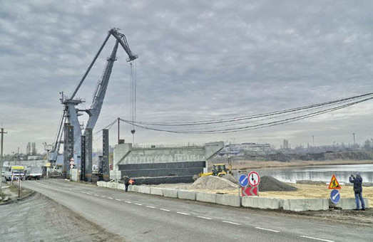 Одесские областные депутаты просят денег на достройку моста в Черноморске под Одессой