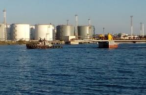 Понтонную переправу на трассе Одесса - Черноморск уже возвращают на место (ФОТО)