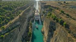 Через Коринфский канал в Греции прошло самое большое в его истории судно (ФОТО, ВИДЕО)