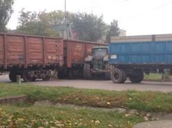 В Одесской области произошло столкновение грузового поезда с трактором (ФОТО)