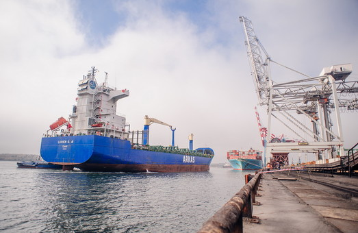 Компания «Maersk» выполнила первый рейс по маршруту Поти – порт Пивденный под Одессой