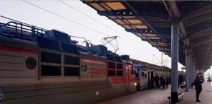 Электричку Нежин – Киев, которая поломалась в дороге, дотащил до Киева российский электровоз