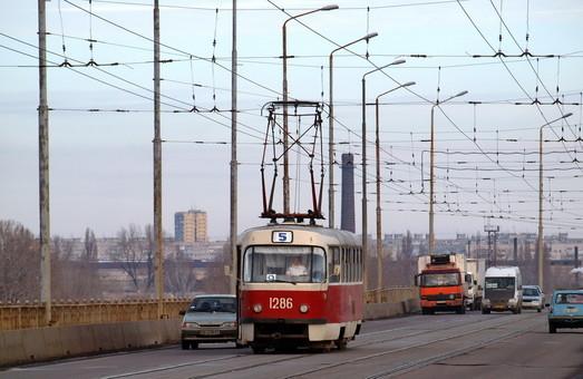В Днепре снова обсуждают вопрос о повышении стоимости проезда в городском электротранспорте