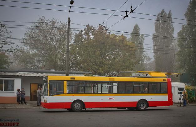 В Одессе запустили на линию первый электробус с динамической подзарядкой