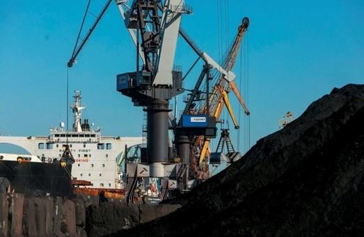 Государственный стивидор порта Пивденный под Одессой в октябре перевалил более 1,3 миллиона тонн грузов