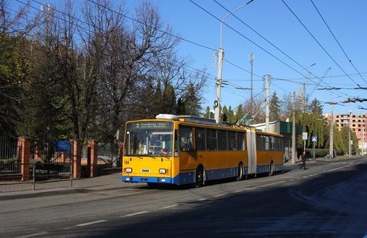 В Тернополе еще один троллейбус-«гармошка» начал работу с пассажирами