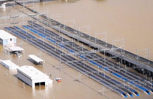 В Японии спишут и порежут на металлолом 10 высокоскоростных поездов, которые затопило в Нагано во время тайфуна