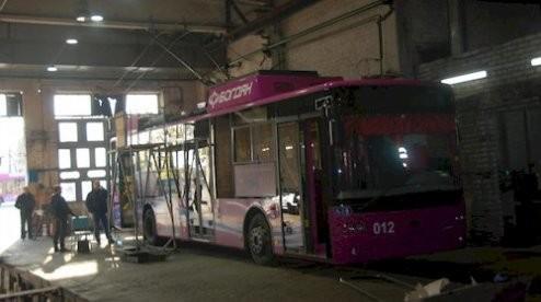 В Кременчуге на троллейбусы с автономным ходом устанавливают дополнительные аккумуляторы