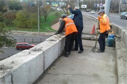 Одесские коммунальщики провели текущий ремонт путепровода возле автовокзала